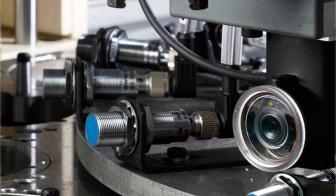 Egyedi gép részlete: cilinder összeszerelő képfelismerő szenzorral